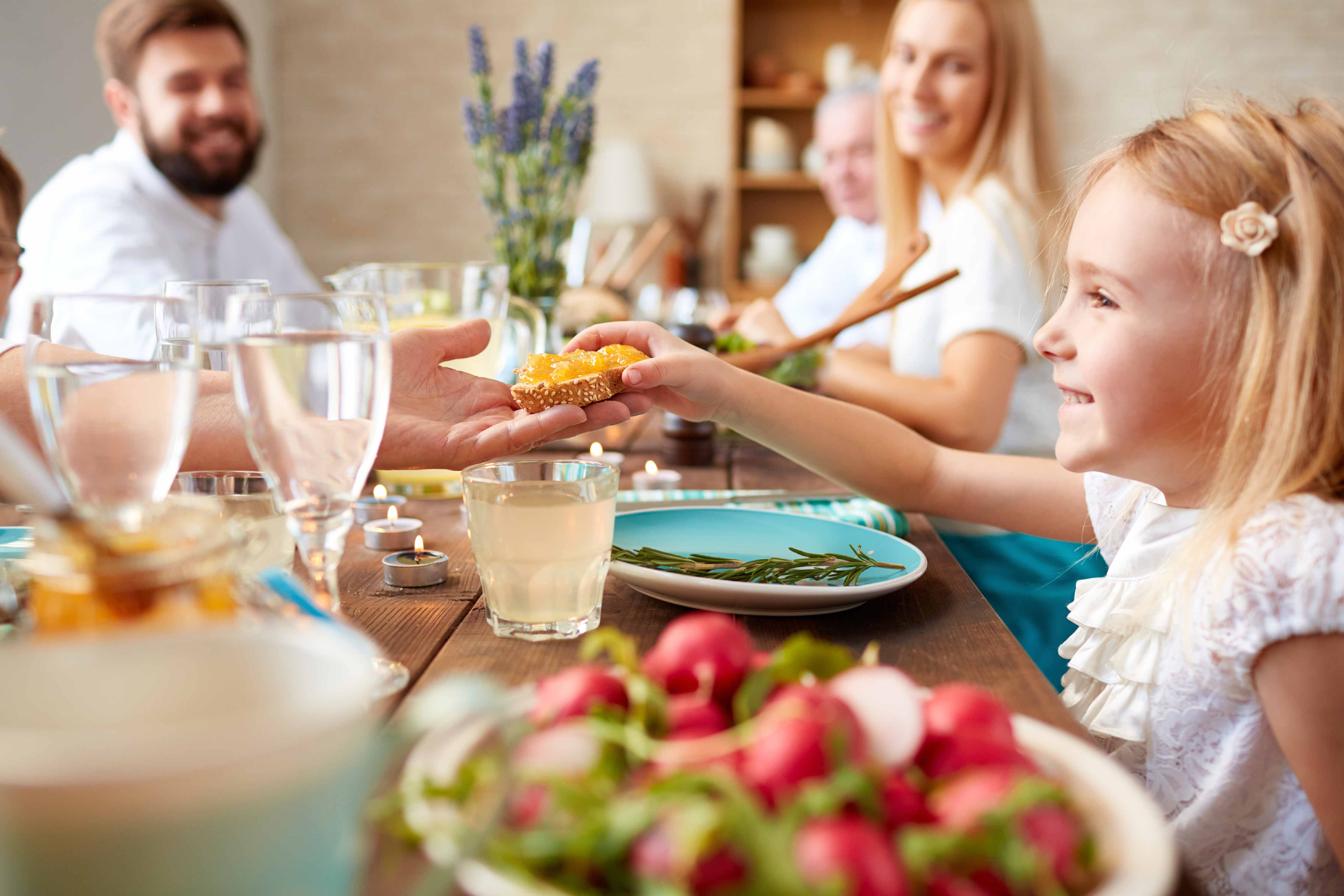 From quick moneysaving dinners youll have to make to believe to leisurely Sunday suppers with your extended family and friends Betty Crocker loves to bring